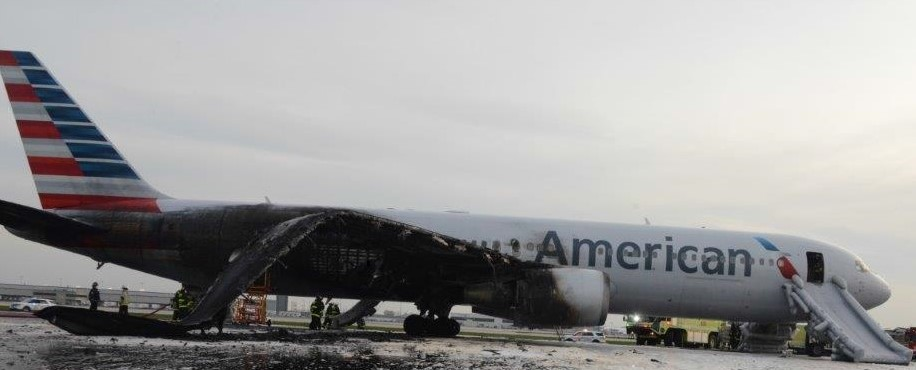 Right side of American Airlines flight 383, a Boeing 767-323